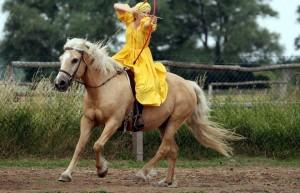 Zu Pferde Bogenschiessen- Swantje auf Wielkopolskistute Lina